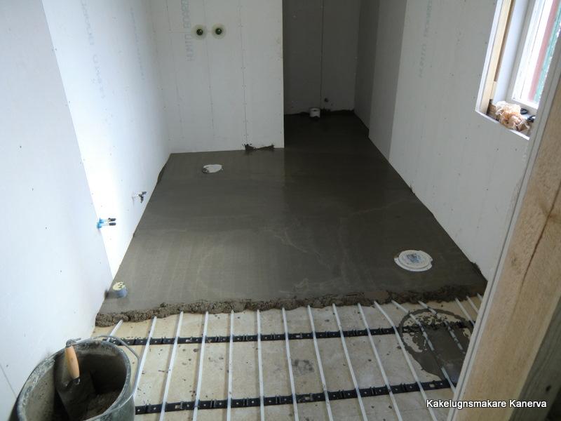 målat betonggolv i badrum